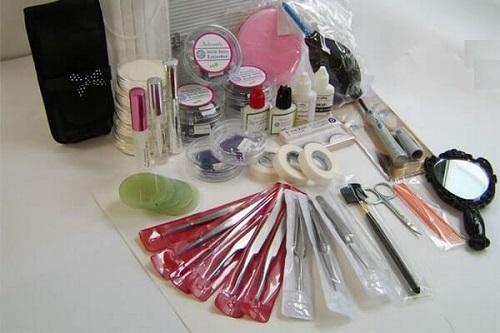 Vệ sinh sạch sẽ các dụng cụ nối mi sau khi sử dụng