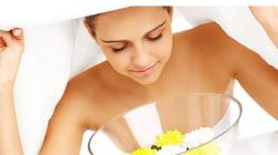 Cho thêm tinh dầu hoặc nguyên liệu tự nhiên giúp cơ thể được thư giãn