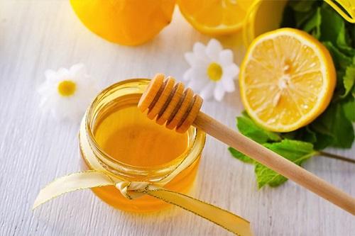Sử dụng mật ong và chanh.