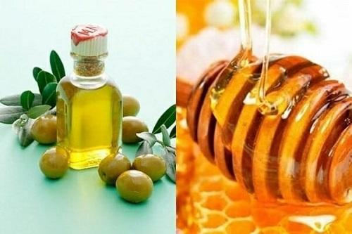 Sử dụng mật ong, dầu olive và dầu dừa để tăng hiệu quả dưỡng ẩm và hồng môi.
