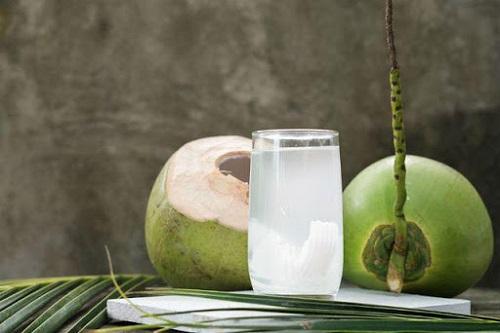 Nước dừa rất tốt cho sức khỏe: làm đẹp da, chống lão hóa...